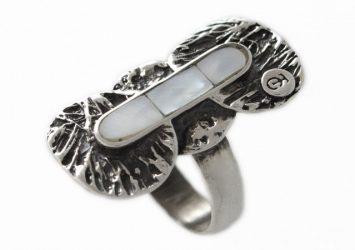 Сребърен пръстен с бял седеф R45