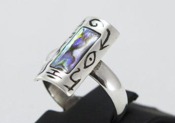 Сребърен пръстен с кралски седеф