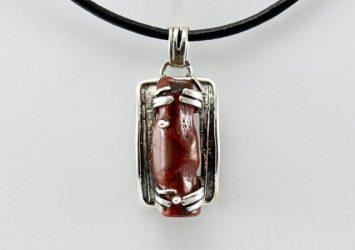 Сребърна висулка с червен корал M105