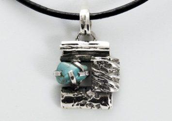 Сребърен медальон с тюркоаз